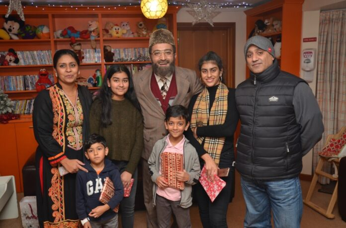 A Christmas To Remember.Citizen Khan Makes It A Christmas To Remember At Acorns